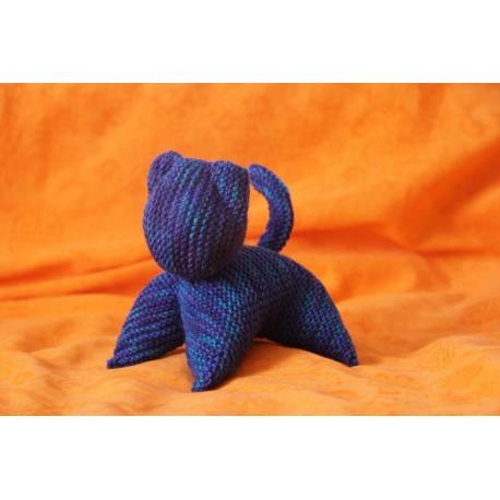 Peluche chat en tricot bleu